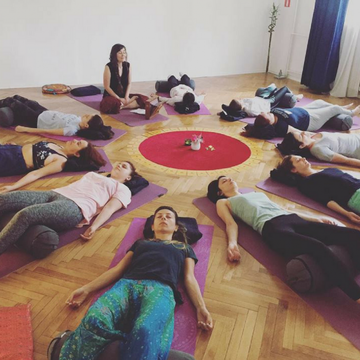 Women's Yoga Circle cu Dana Nedelcu